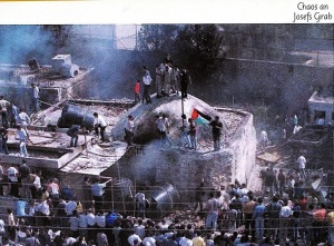 Schändung des Josef-Grab Oktober 2000, während der 2, Intifada - aus dem Buch