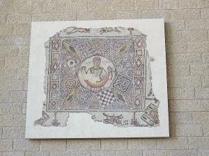 Auf dem Weg zur Gepäckausgabe Airport Ben Gurion - ich mag dieses Mosaik sehr